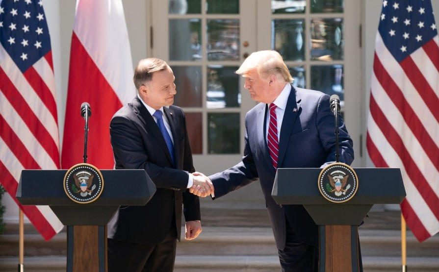 Andrzej Duda and Donald Trump shaking hands in front of the White House