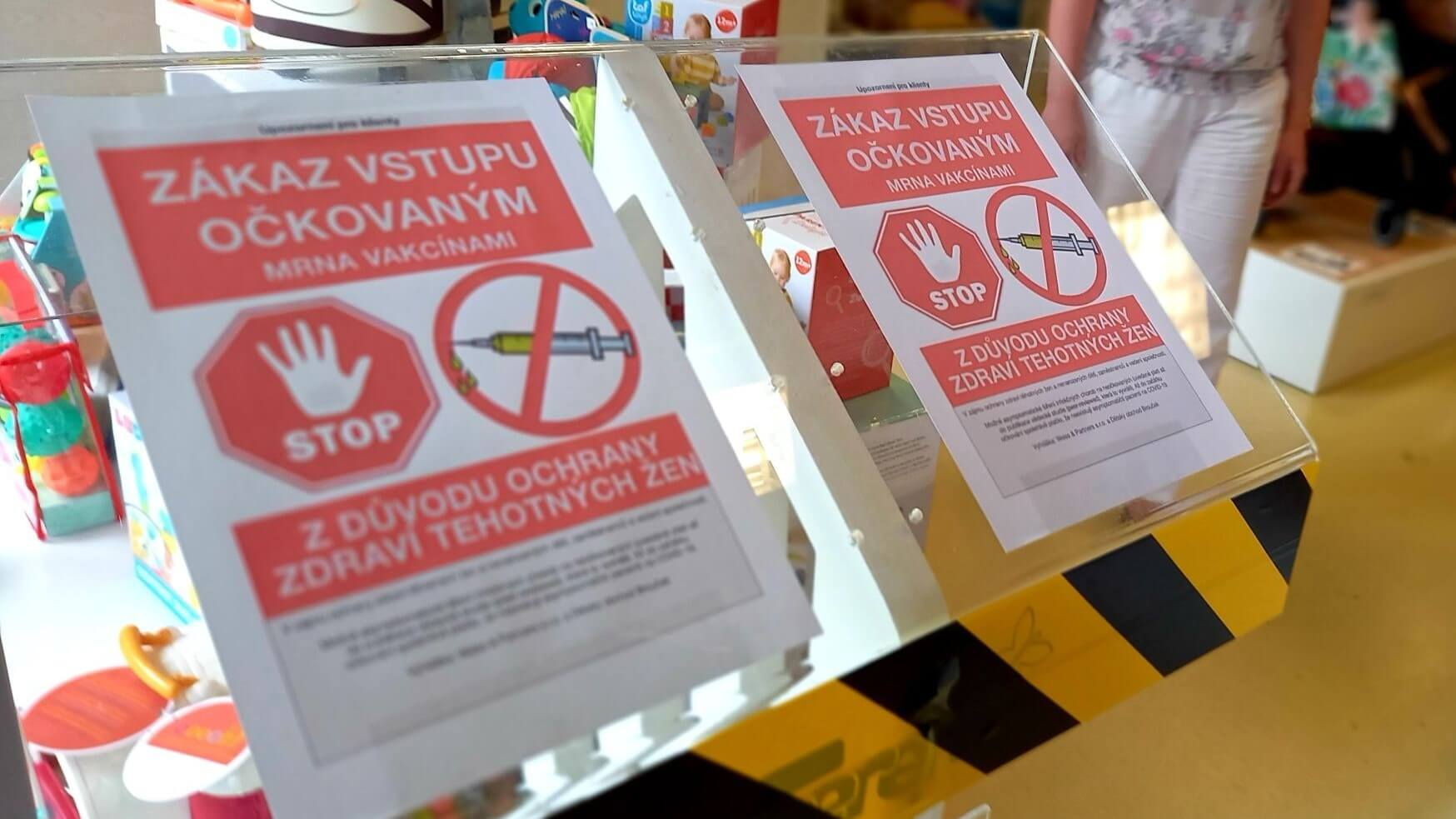 czech-ban-vaccinated-people